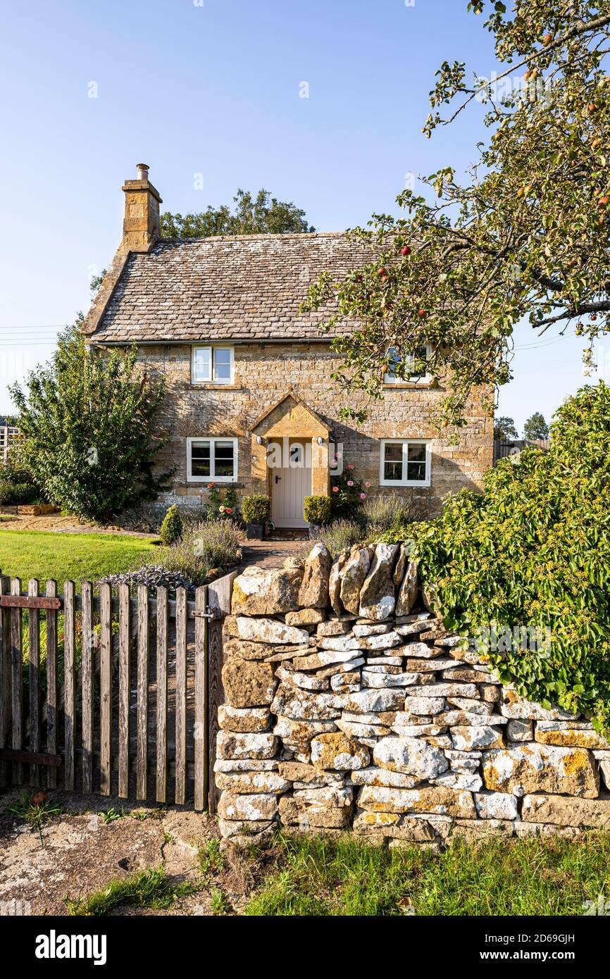 Evening light on a traditional stone cottage in the Cotswold village of Cutsdean, Gloucestershire UK Stock Photo