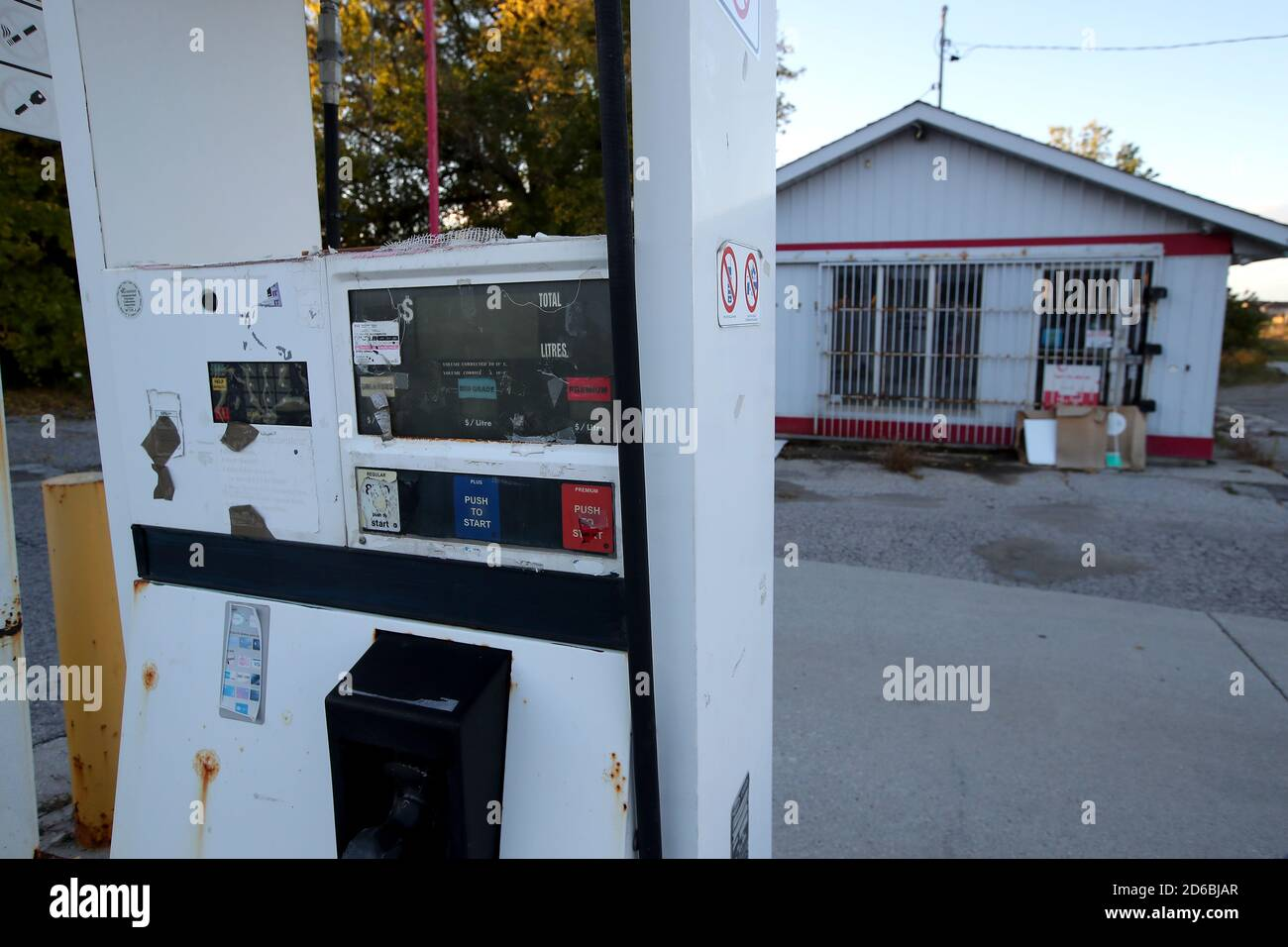 Esso Gas Canada High Resolution Stock Photography And Images Alamy