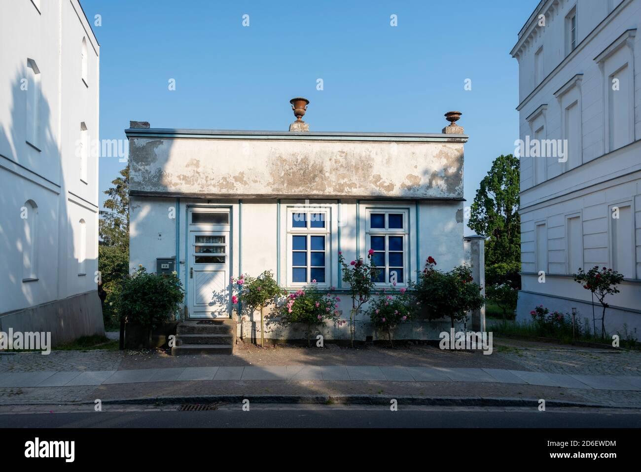 Germany, Mecklenburg-Western Pomerania, Putbus, historic building at Rondellplatz Circus, garden house Stock Photo
