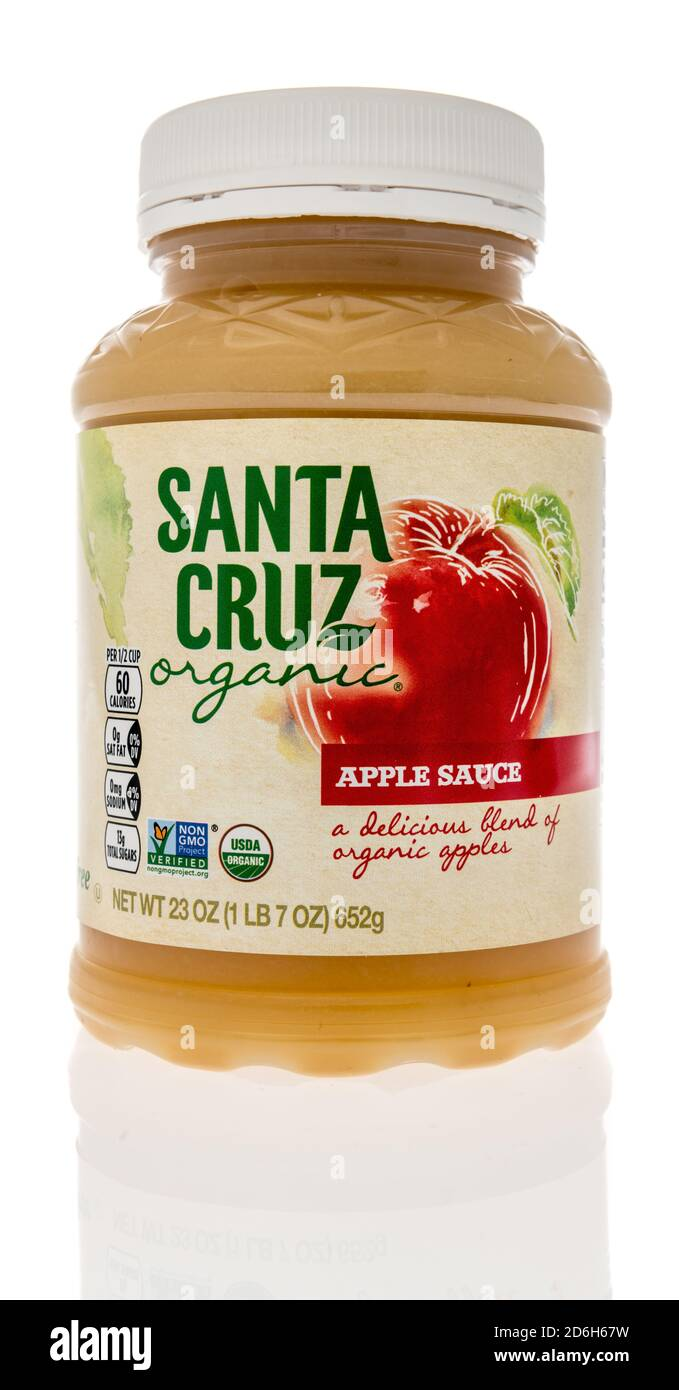 Winneconne, WI - 16 October 2020:  A package of Santa Cruz apple sauce on an isolated background. Stock Photo