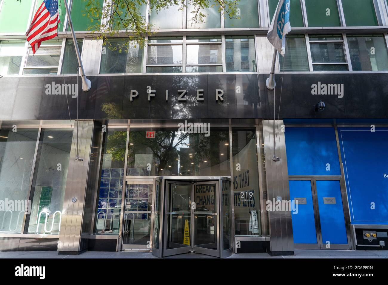 Pfizer Headquarters New York City High Resolution Stock Photography And Images Alamy