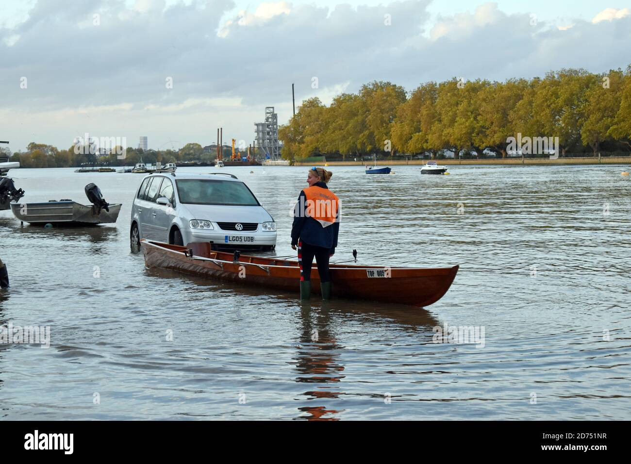 London, UK. 20th Oct, 2020. Unusually high spring tide on the Thames floods Putney Embankment road in front of rowing clubs. Credit: JOHNNY ARMSTEAD/Alamy Live News Stock Photo