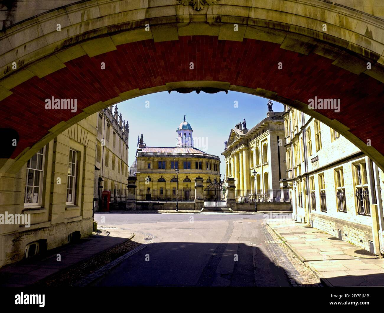 Sheldonian Theatre, Bodlien Library & Clarendon Building framed by Bridge of Sighs Oxford, Stock Photo