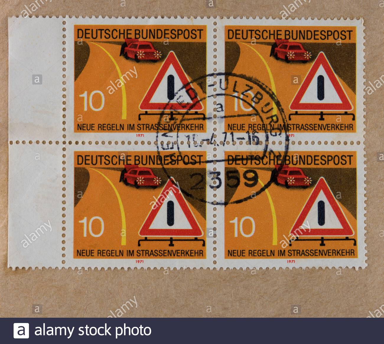 Briefmarke stamp gestempelt used frankiert post letter mail brief Verkehrsregeln Straßenverkehr vintage retro alt old 10 Autoschaden Warndreieck block Stock Photo