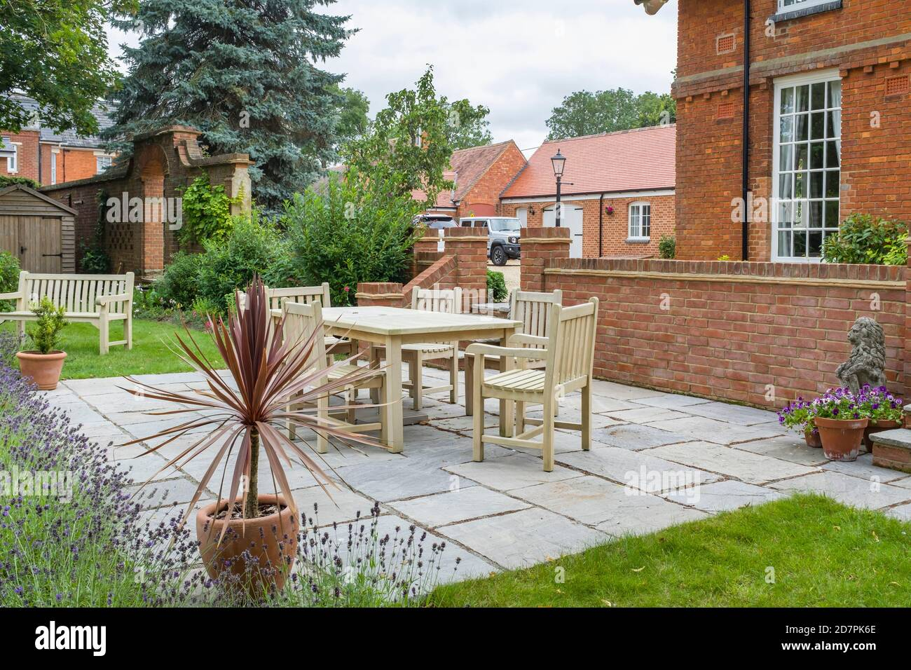 Yard Terraced House High Resolution Stock Photography And Images Alamy