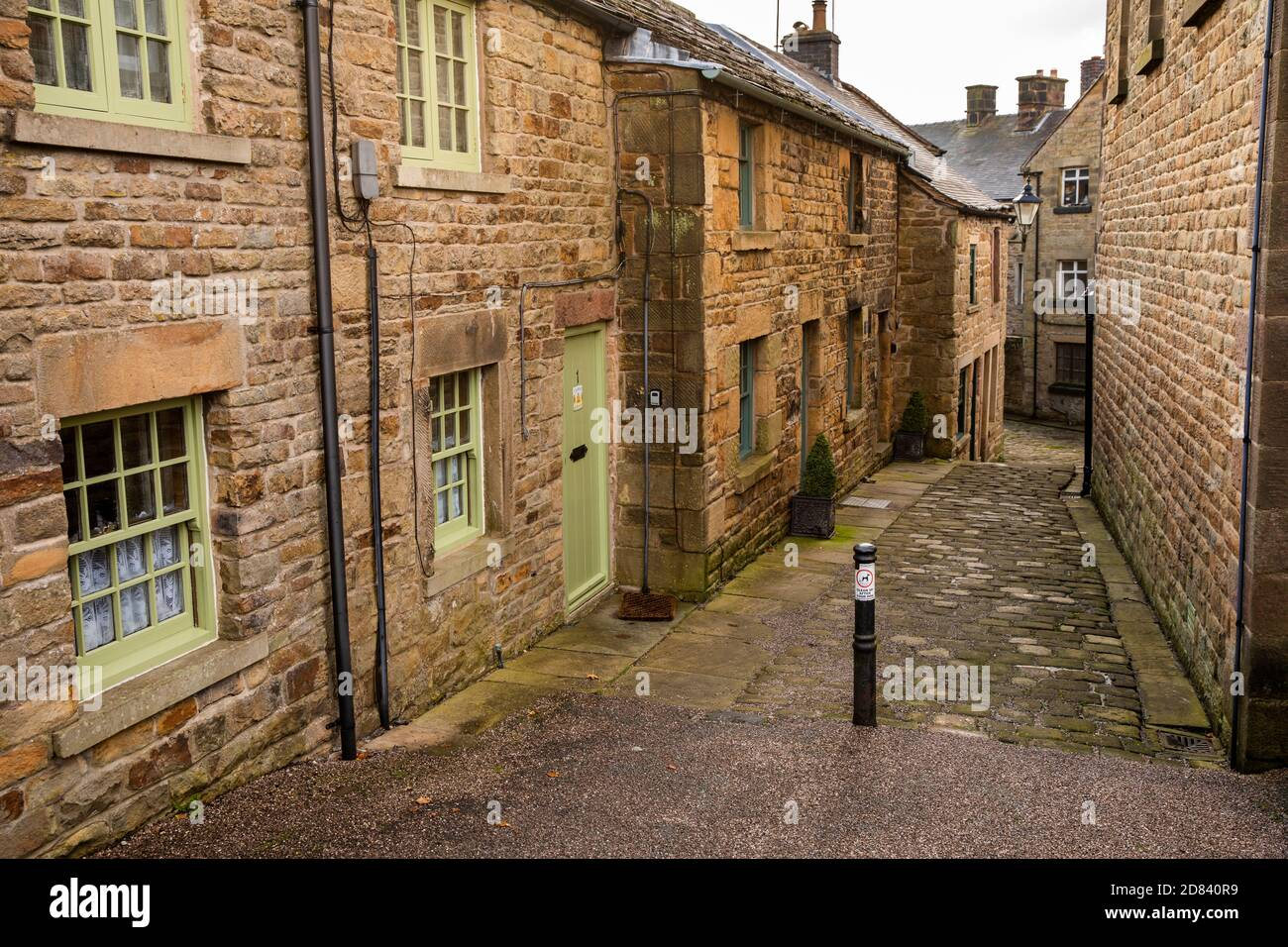 UK, England, Staffordshire, Moorlands, Longnor, Chapel Lane, stone built cottages in no through road Stock Photo