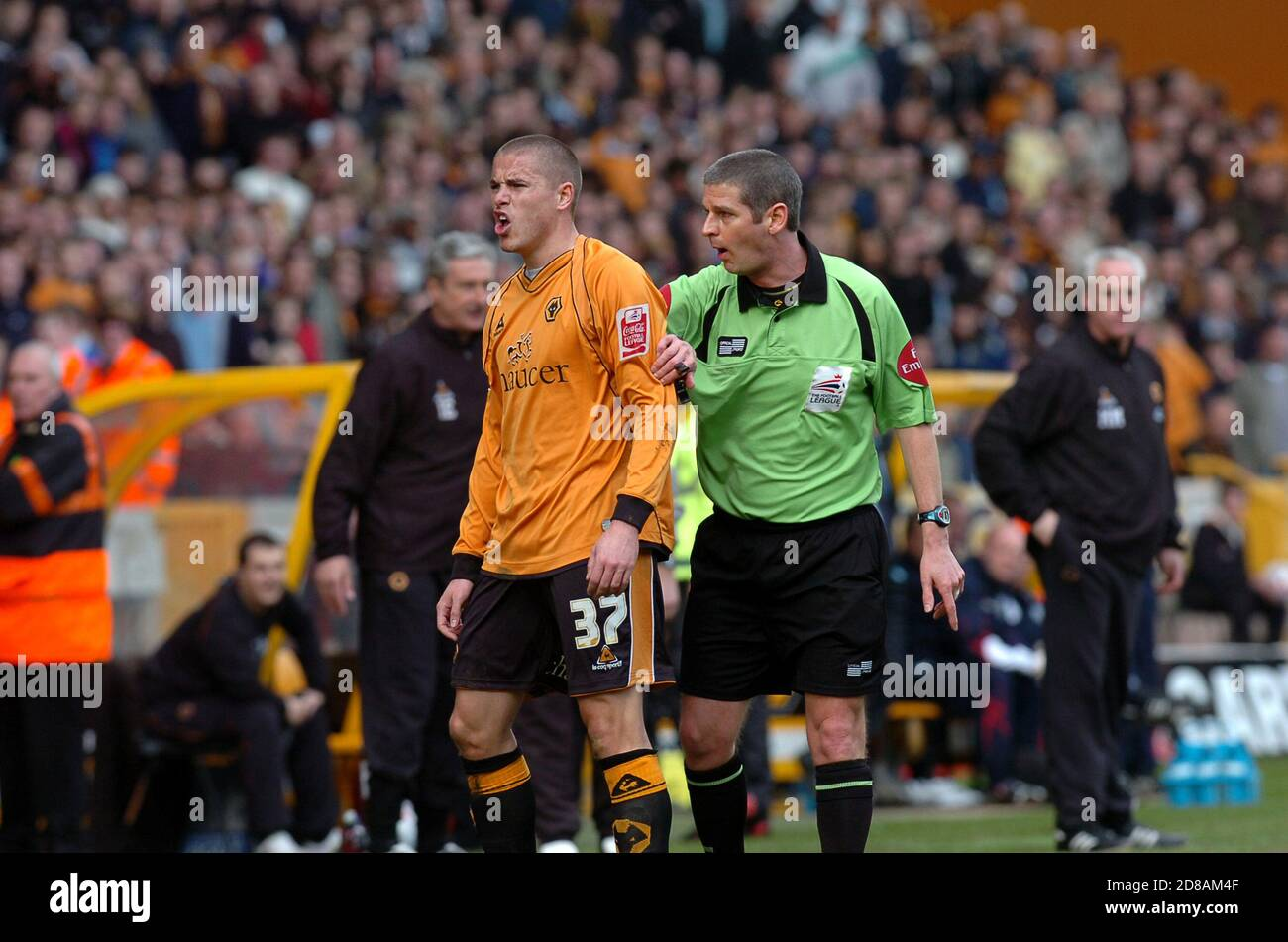Wolverhampton Wanderers v West Bromwich Albion, 11 March 2007 at Molineux. Michael Kightly and referee Andy D' Urso Stock Photo