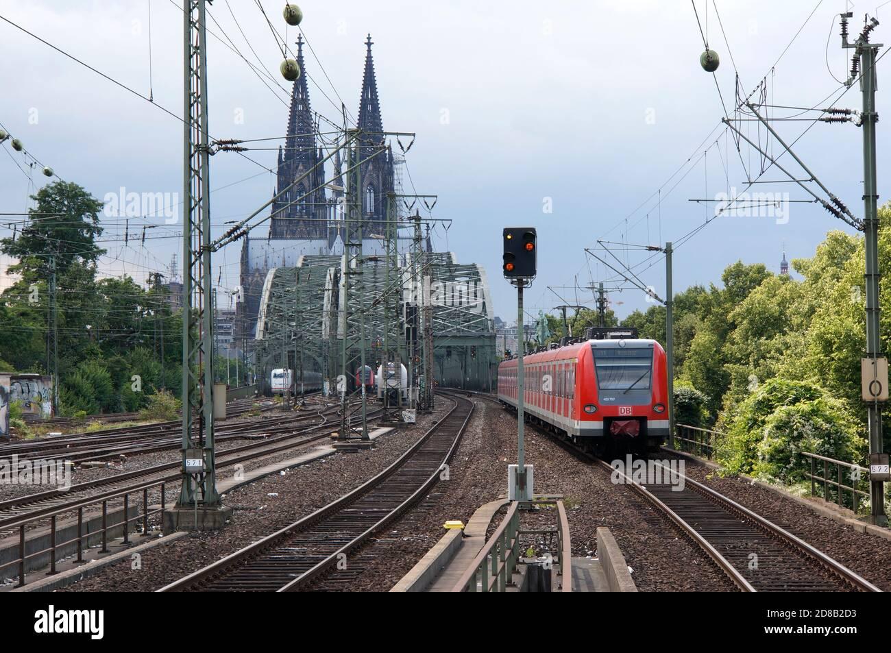 Hohenzollernbrücke und Kölner Dom, Köln, Nordrhein-Westfalen, Deutschland Stock Photo