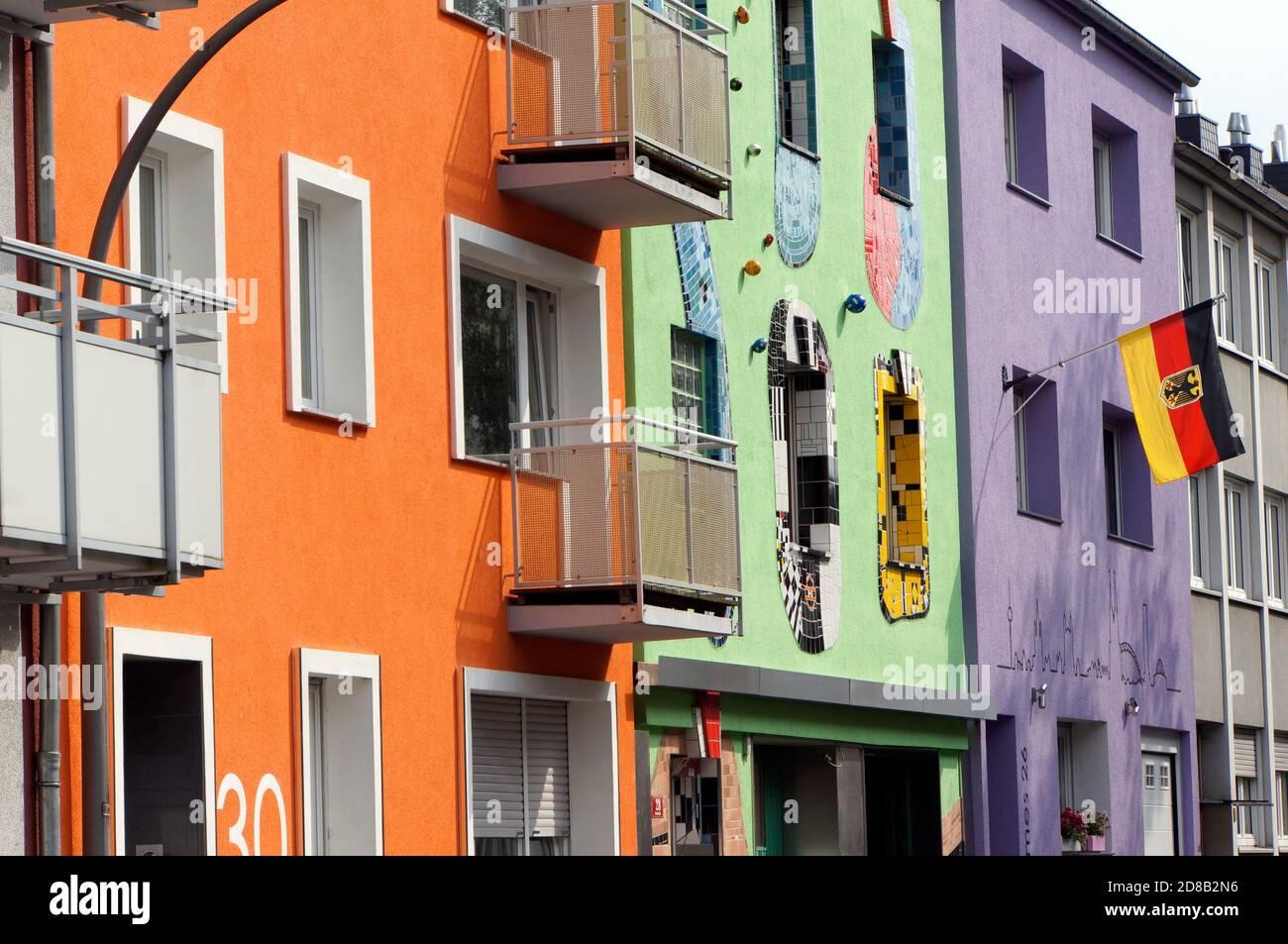 bunte Fassaden in einer Wohnstraße, Köln, Nordrhein-Westfalen, Deutschland Stock Photo