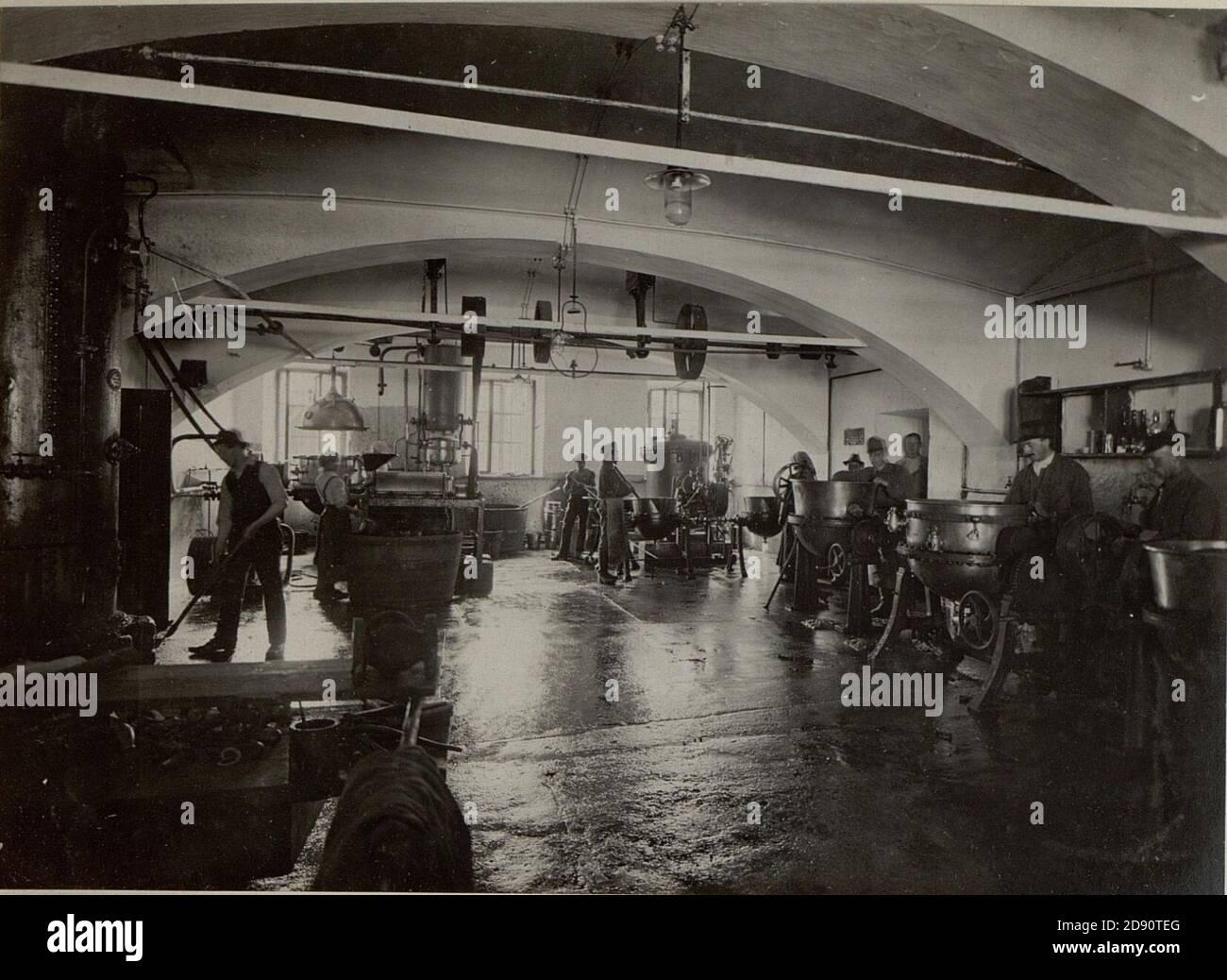 K.u.k. Etappen Verpflegsmagazine in Villach. Fruchtkonservenfabrik. Arbeitsraum.Aufgenommen am 20.VII.1916. Stock Photo