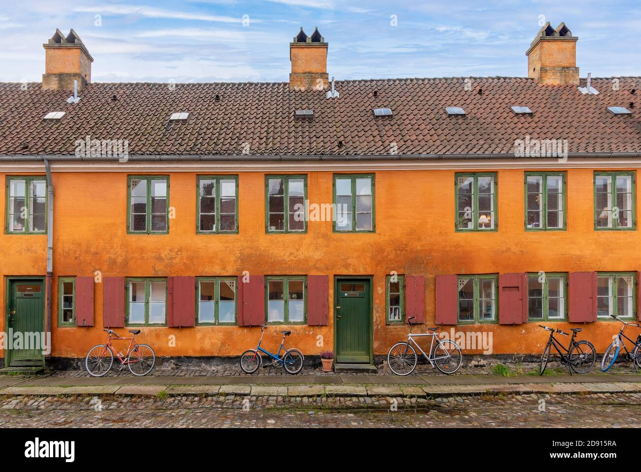 Copenhagen, Denmark - Historic yellow and orange coloured houses in the Nyboder neighborhood of Copenhagen, which was a former Naval di Stock Photo