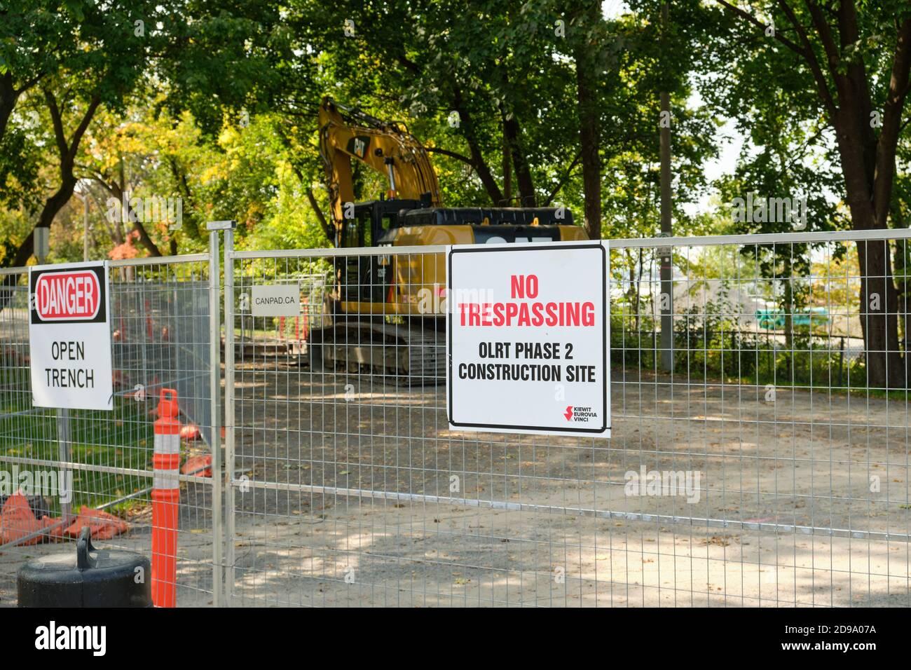 No Trespassing sign on fence at entrance of OLRT Phase 2, construction site. Ottawa, Canada. September 25, 2020 Stock Photo