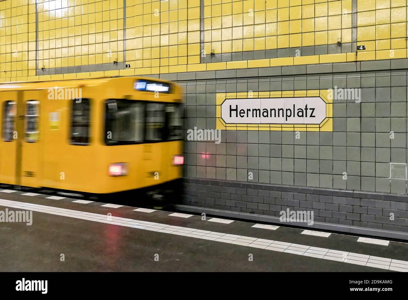 U-Bahn Station Hermannplatz, U7, Bahnsteig,  BVG, oeffentlicher Nahverkehr, Berlin Stock Photo