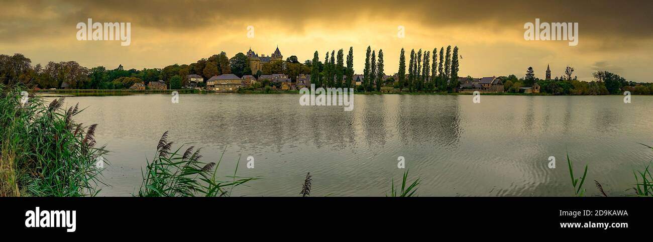Combourg See, Chateau Combourg, Combourg, Bretagne, Frankreich Stock Photo