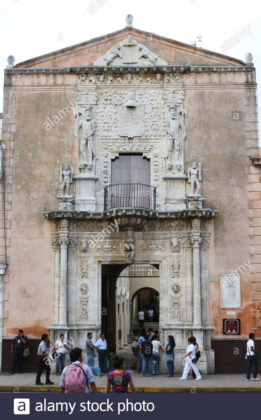 People in front of the Casa de Montejo in Merida, Mexico. Stock Photo
