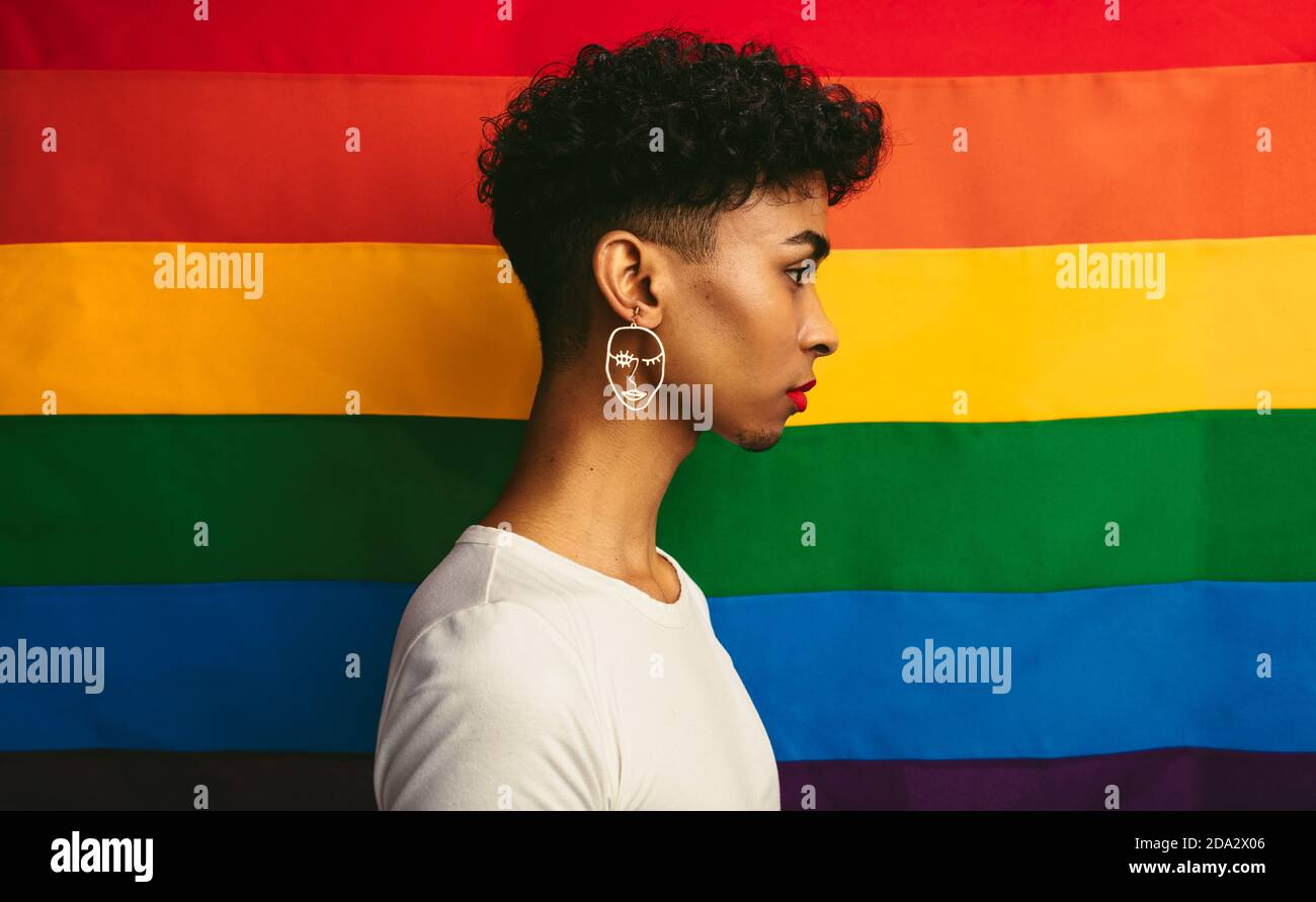 What side does a gay man wear an earring