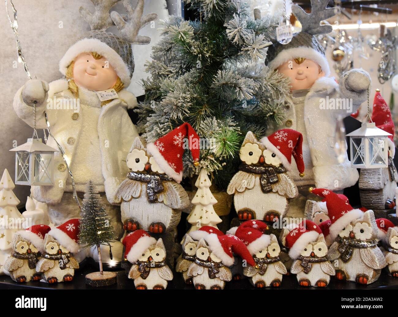 """Spickendorf, Germany. 03rd Nov, 2020. In the """"Christmas Wonderland"""" of the ceramic barn in Spickendorf near Halle, Christmassy decorated ceramic figures stand on a table. Since July, several thousand Christmas decoration articles have been on offer on two floors of around 600 square metres of exhibition space, in addition to floristic decorations. The festively decorated showrooms are also intended to offer visitors from all over Germany a small replacement for the cancelled Christmas markets. Credit: Waltraud Grubitzsch/dpa-Zentralbild/ZB/dpa/Alamy Live News Stock Photo"""