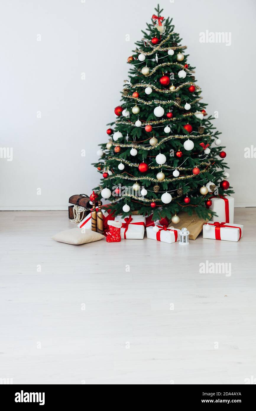 Picturs Of 2021 Decoratied Christmas Trees New Year S Interior Christmas Tree With Gifts Decor 2021 2022 Stock Photo Alamy