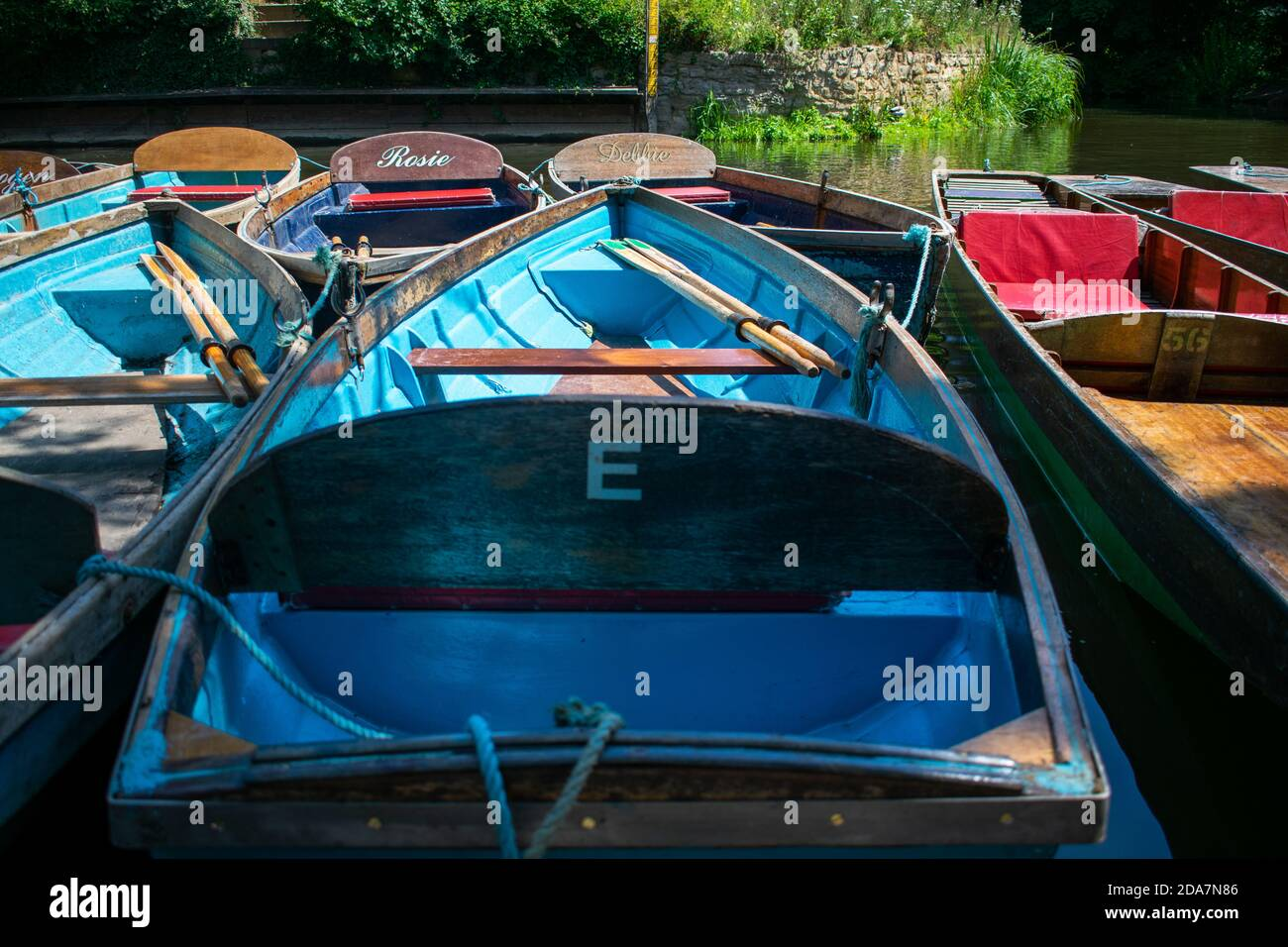 Oxford, UK 23/06/20: Punting boats by Magdalen Bridge Boathouse on river Cherwell in Oxford, many boats docked together in rows. Bright and colorfull Stock Photo