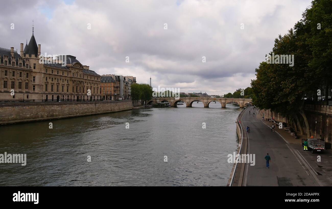 View of Seine river with Ile de La Cite and famous bridge Pont Neuf, the oldest preserved bridge of Paris, France, on a dull cloudy day in autumn. Stock Photo