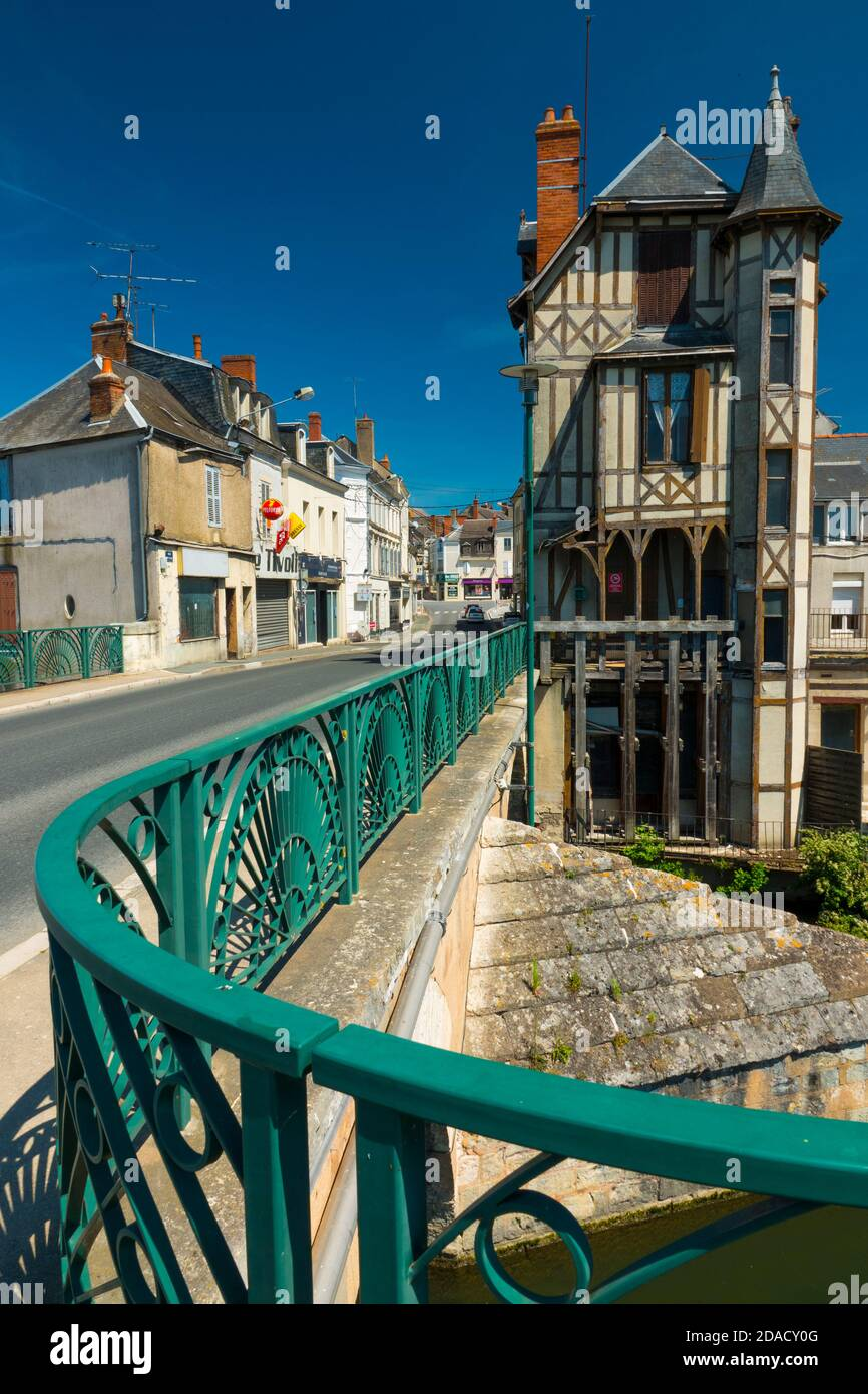 France, Cher (18), Vierzon, Voltaire bridge, old half-timbered house and the Yèvre river Stock Photo