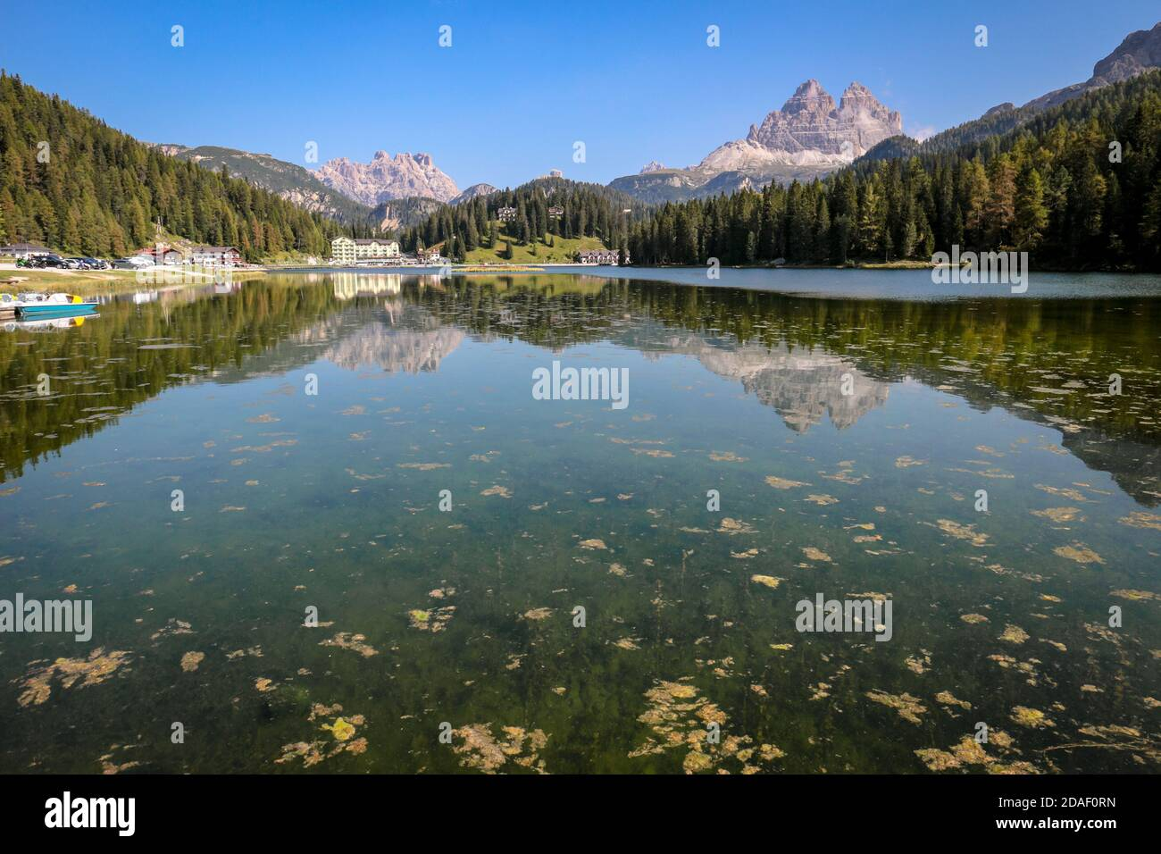 Lago di Misurina (Misurina Lake) with mirror lake reflections of the alpine mountain panorama of the Dolomites in Misurina, Veneto, northern Italy. Stock Photo