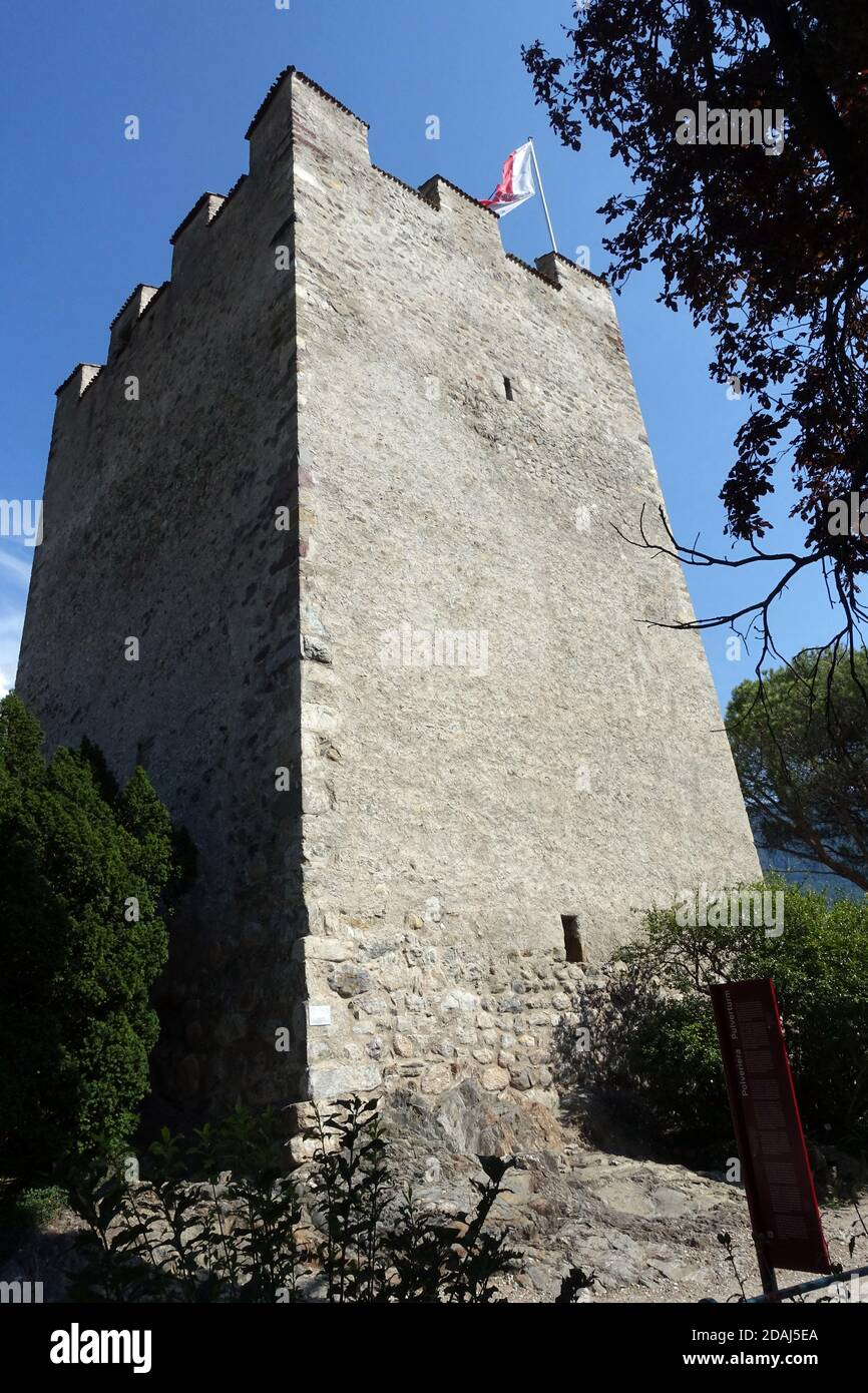 Pulverturm, Bergfried der ehemaligen Burg Ortenstein, Meran, Südtirol, Italien Stock Photo