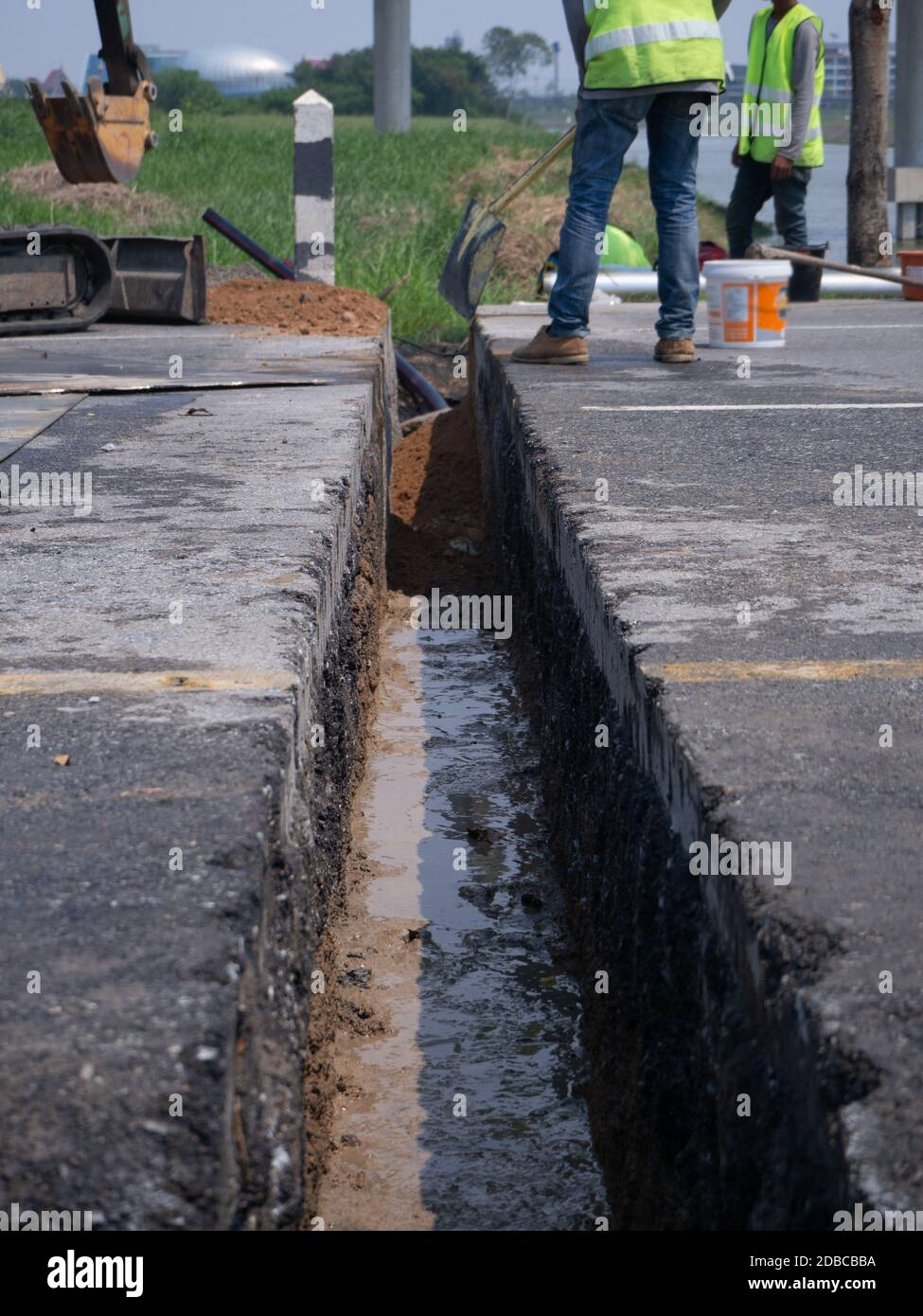 installing concrete drains on the side of the road Stock Photo