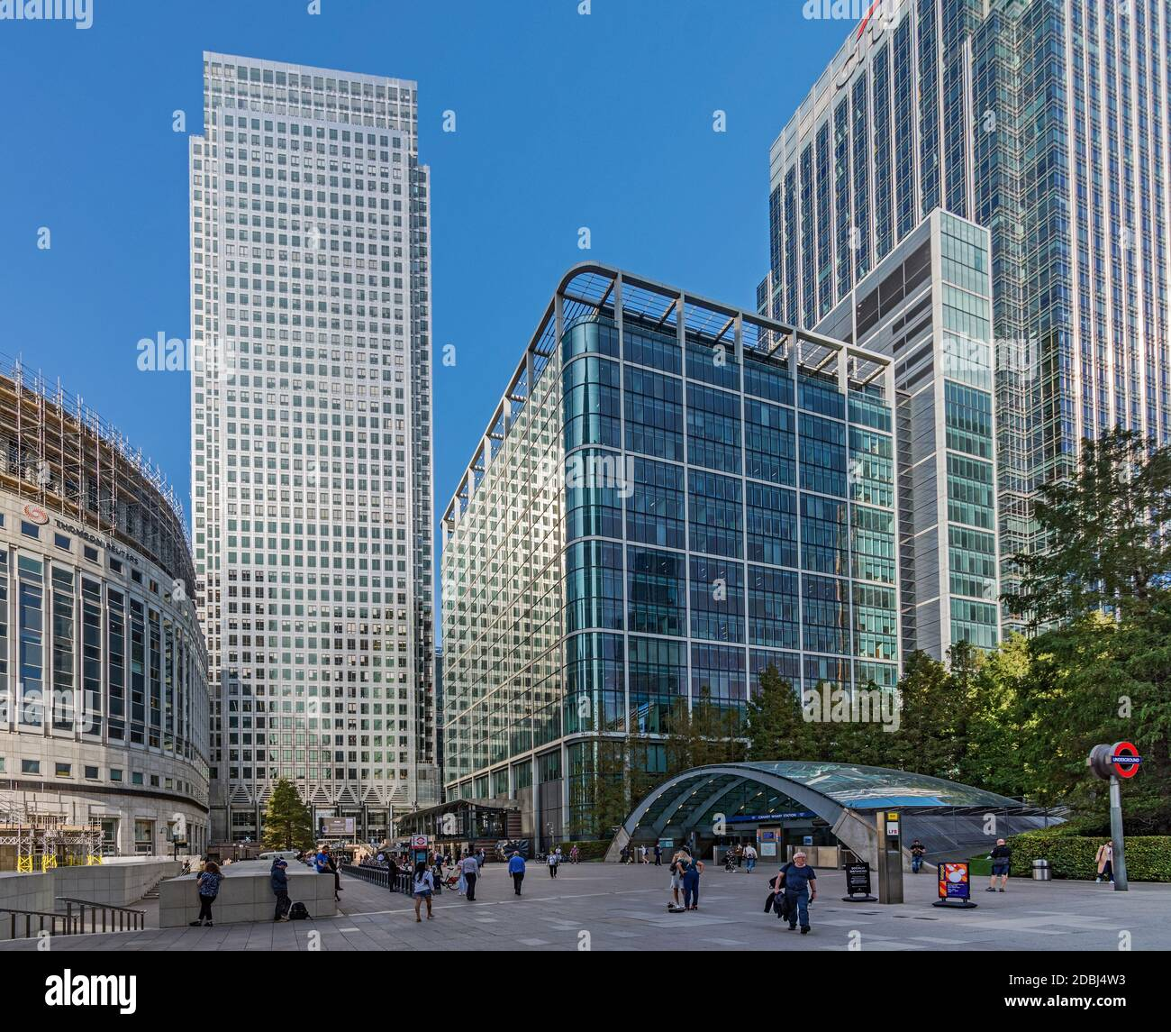 I Canada Square, Reuter's Plaza and the entrance to Canary Wharf Station, Docklands, London, England, United Kingdom, Europe Stock Photo