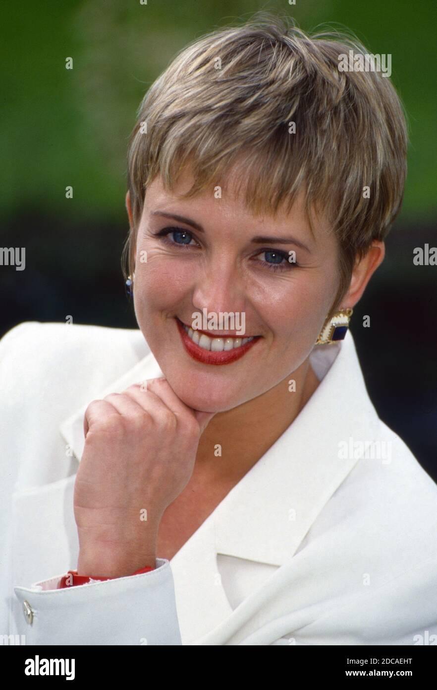 Deutsche schauspielerin schwarze kurze haare