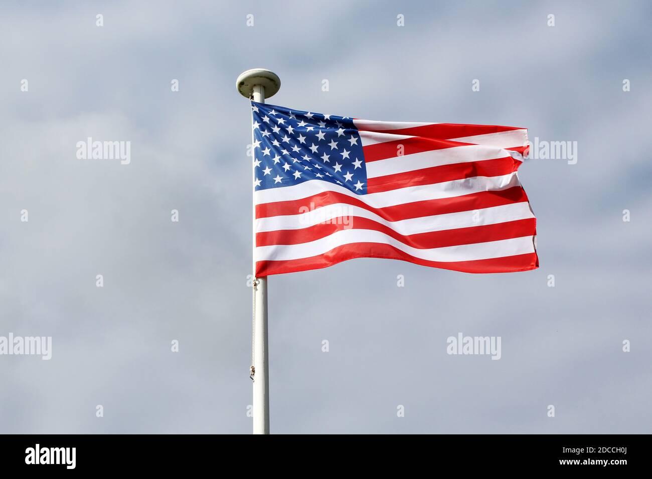 amerikanische Flagge weht im Wind Stock Photo