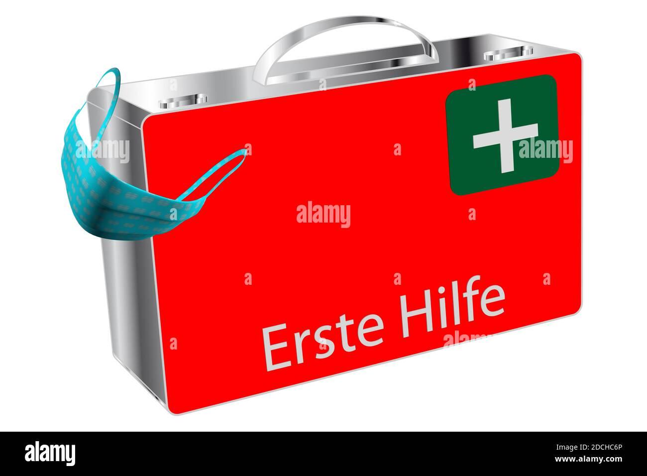 Erste Hilfe Koffer mit FFP2 Maske isoliert auf weiß Stock Photo