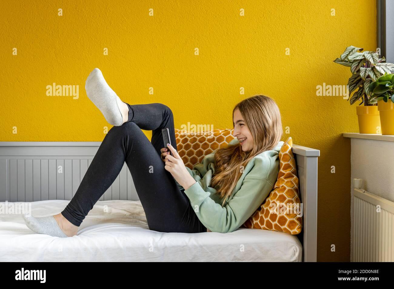 Blonde Teen Dressing Zimmer