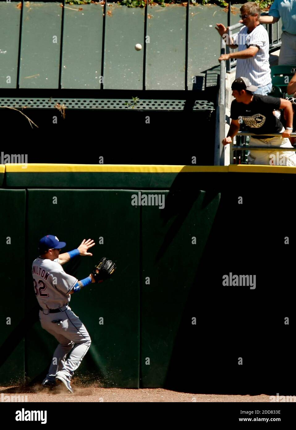 Texas Rangers center fielder Josh Hamilton can't catch up with a solo home run by the Chicago White Sox's Carlos Quentins in the fifth inning. The White Sox defeated the Rangers, 10-8, at U.S. Cellular Field in Chicago, IL, USA on July 23, 2008. Photo by Phil Velasquez/Chicago Tribune/MCT/Cameleon/ABACAPRESS.COM Stock Photo