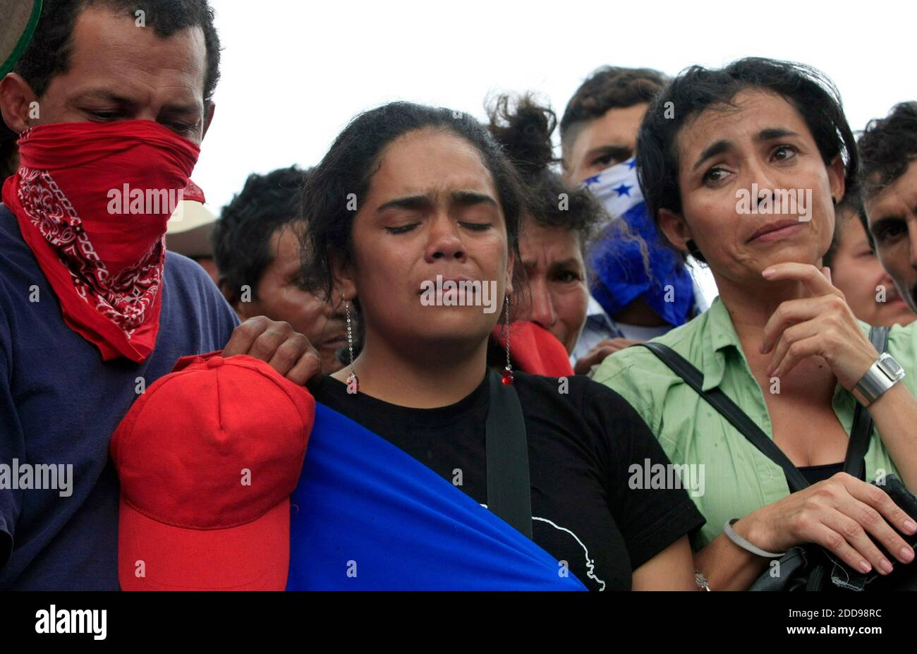 NO FILM, NO VIDEO, NO TV, NO DOCUMENTARY - Supporters of ousted Honduran president Manuel Zelaya, prayed and mourn the death of Pedro Magdiel Munoz Salvador, 23, who was found stabbed to death outside Paraiso, Honduras, Saturday, July 25, 2009. The supporters accused the Honduran Army of Salvador's death. Photo by Pedro Portal/EL Nuevo Herald/Miami Herald/MCT/ABACAPRESS.COM Stock Photo
