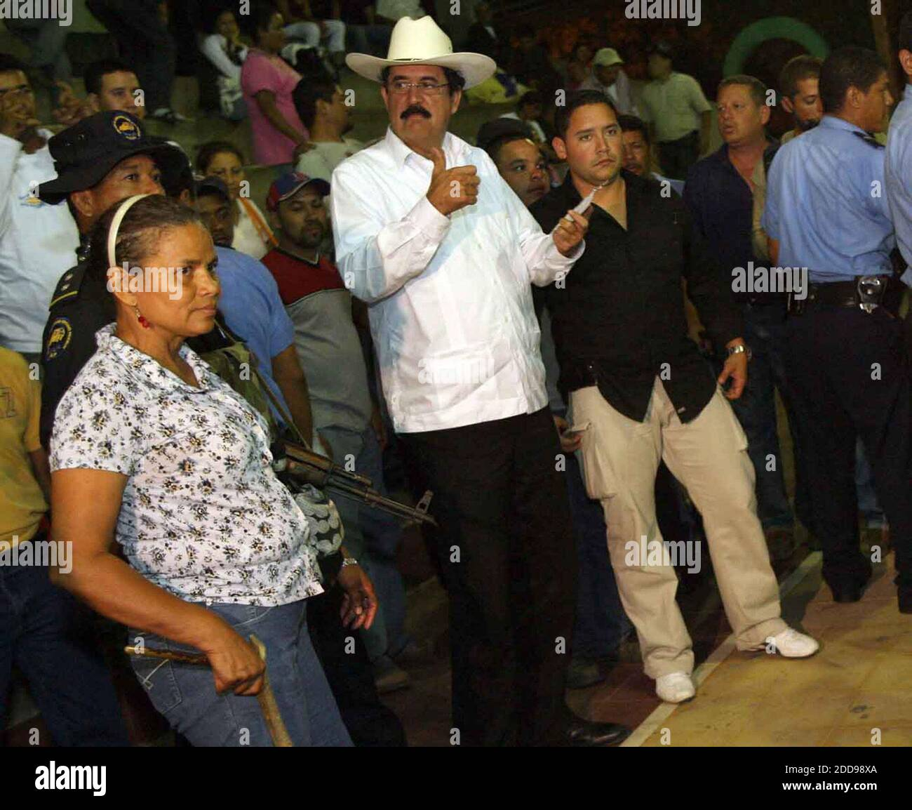 NO FILM, NO VIDEO, NO TV, NO DOCUMENTARY - Ousted President Manuel Zelaya, center, supervises the distribution of mattresses to his supporters at El Polideportivo sports center where they will be staying in the town of Ocotal in Nicaragua, on July 27, 2009. Photo by Pedro Portal/El Nuevo Herald/MCT/ABACAPRESS.COM Stock Photo