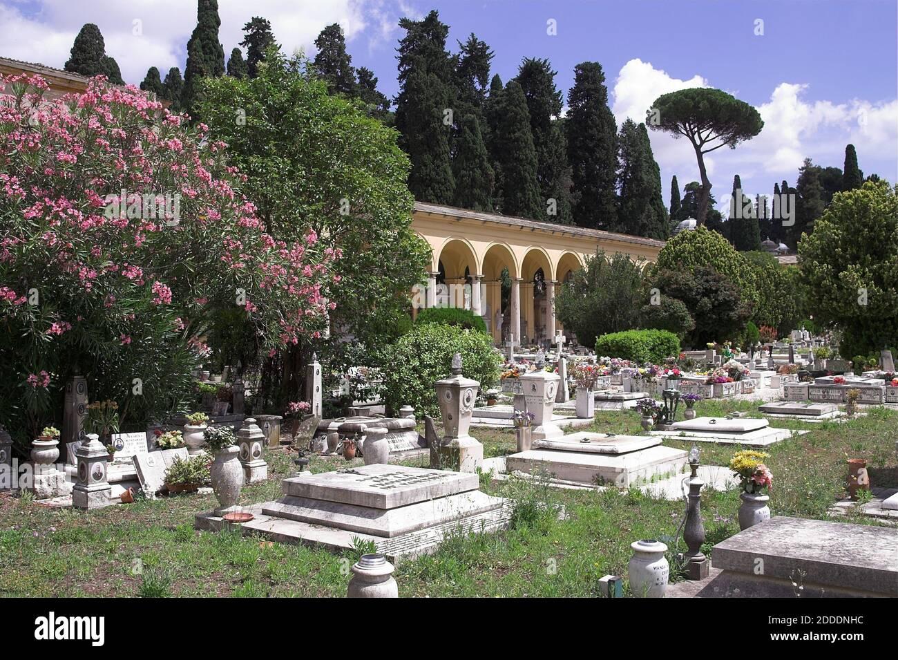 Roma, Rom, Italy, Italien; Cimitero del Verano; Campo Verano; Old mossy tombstones among the greenery. Alte moosige Grabsteine im Grünen. Stock Photo
