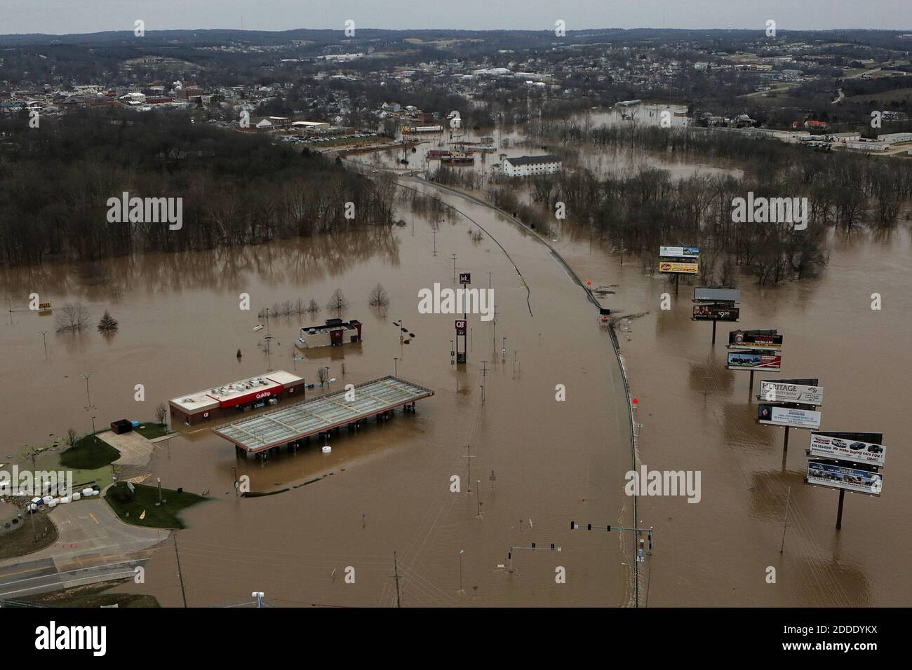 NO FILM, NO VIDEO, NO TV, NO DOCUMENTARY - A QuikTrip gas station along Highway 50 and Route 47 is flooded on Tuesday, Dec. 29, 2015 in Union, MO, USA Photo by Huy Mach/St. Louis Post-Dispatch/TNS/ABACAPRESS.COM Stock Photo