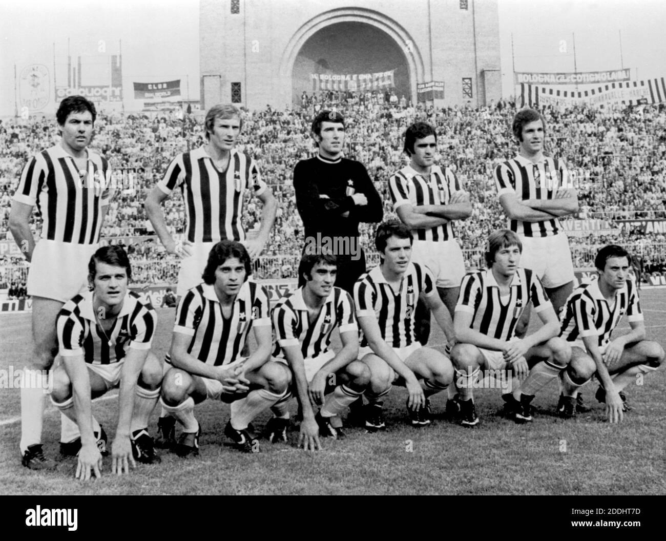 Serie A football championship, 1973/1974. Bologna vs Juventus (0 - 0). In the photo: The Juventus team, from left to top: Sandro Salvadore, Francesco Morini, Dino Zoff, Antonello Cuccureddu and Luciano Spinosi; squatting from the left: Fabio Capello, Franco Causio, Pietro Anastasi, Roberto Bettega, Gianpietro Marchetti and Giuseppe Furino. Bologna (Dall'Ara Stadium), 4/11/1973. --- Campionato di calcio Serie A, 1973/1974. Bologna vs Juventus ( 0 - 0 ). Nella foto: La formazione della Juventus, da sx in pidi: Sandro Salvadore, Francesco Morini, Dino Zoff, Antonello Cuccureddu e Luciano Spinosi; Stock Photo