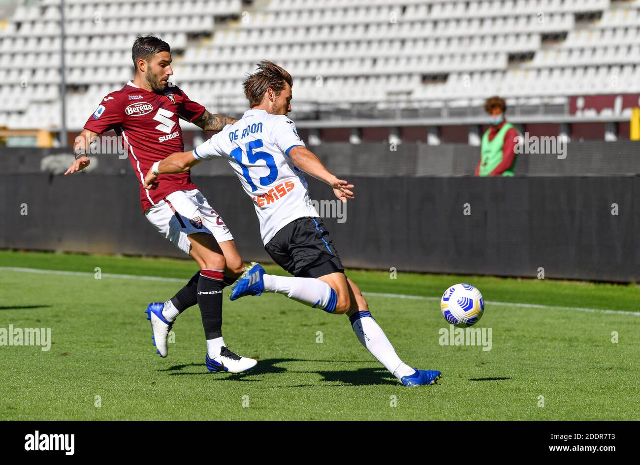 Torino, Italy. 26th, September 2020. Marten de Roon (15) of Atalanta and Nicola Murru (29) of Torino seen in the Serie A match between Torino and Atalanta at Stadio Olimpico in Torino. (Photo credit: Gonzales Photo - Tommaso Fimiano). Stock Photo