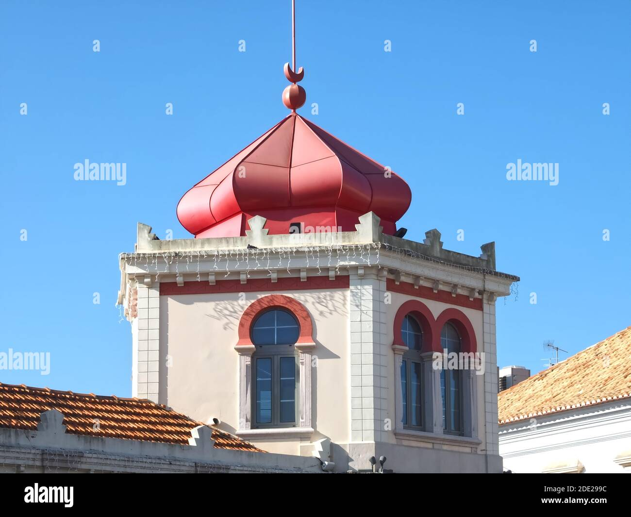 the beauty of Portugal- Pink market hall in Loule near Albufeira Stock Photo