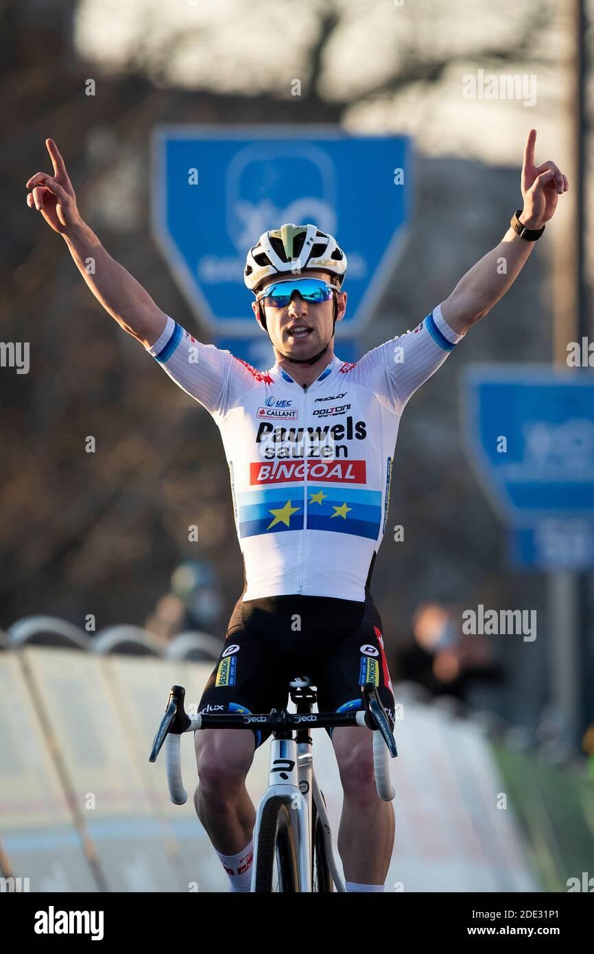 https www alamy com belgian eli iserbyt celebrates as he crosses the finish line to win the urban cross kortrijk men elite race second race of the trofee veldrijden tr image387300537 html