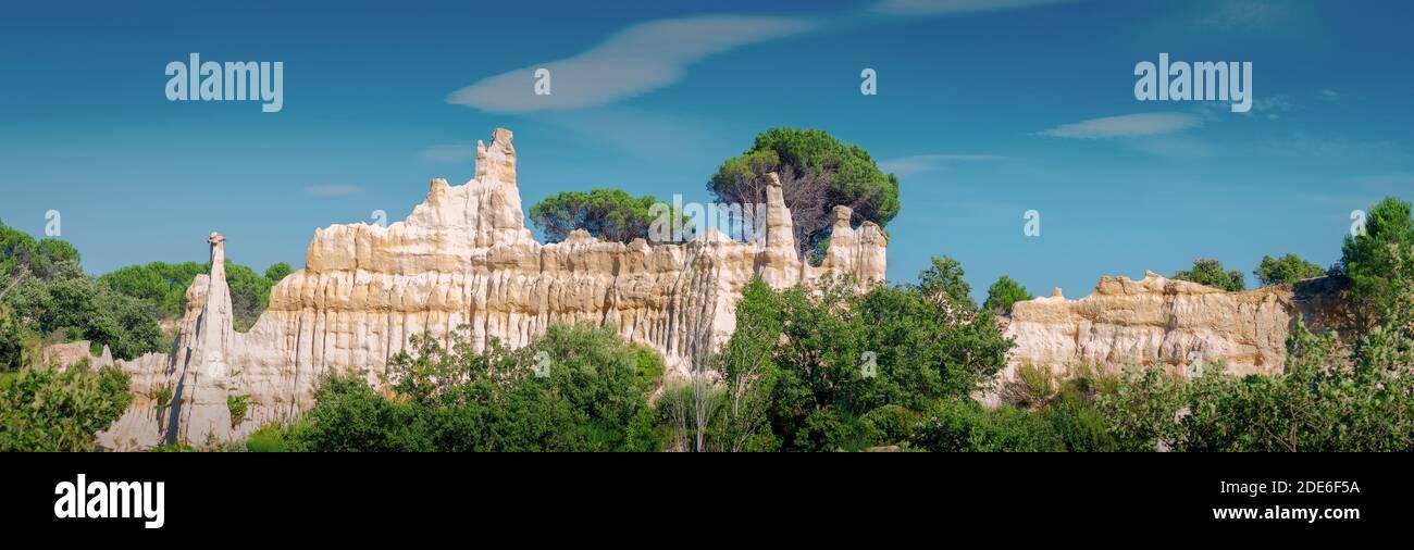 Les Orgues d'Ille-sur-Têt ,Ille-sur-Têt, Pyrénées-Orientales. Elles résultent de l'érosion de roches sédimentaires vieilles de quatre millions d'année Stock Photo