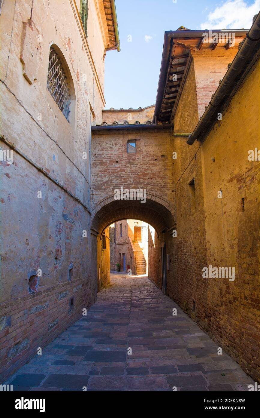 A residential alley in the historic medieval village of Buonconvento, Siena Province, Tuscany, Italy Stock Photo