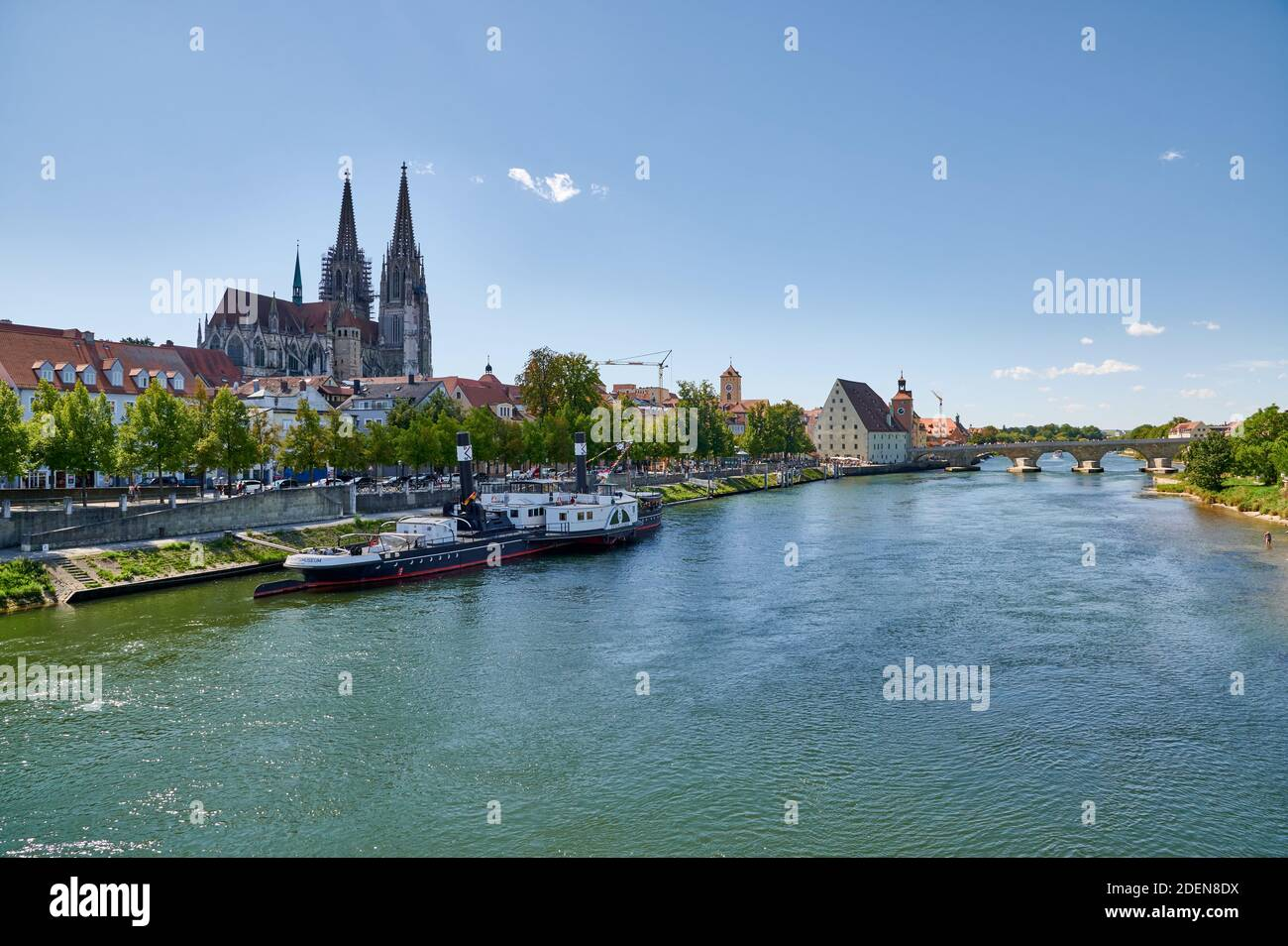 The St. Peter  Cathedral with the RUTHOF / ÉRSEKCSANÁD Ship Museum on River Danube in the foreground, Regensburg , Bavaria, Germany Stock Photo