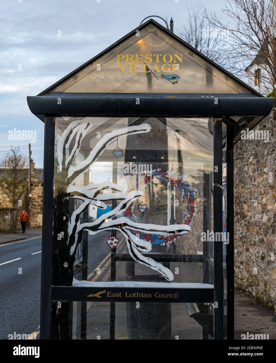 Prestonpans, East Lothian, Scotland, United Kingdom, 1st December 2020. Christmas Lights: Residents of the town have gone to town with Christmas decorations this year. A bus stop shelter with Christmas decorations Stock Photo