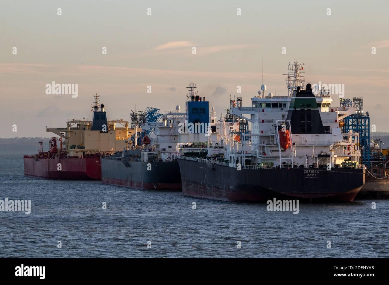 oil takers alongside at the fawley oil refinery on southampton water, southampton docks, uk Stock Photo