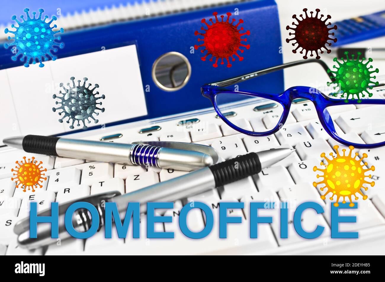 Aktenordner Tastaturn Konzept Homeoffice mit Brille und Corona Viren Stock Photo