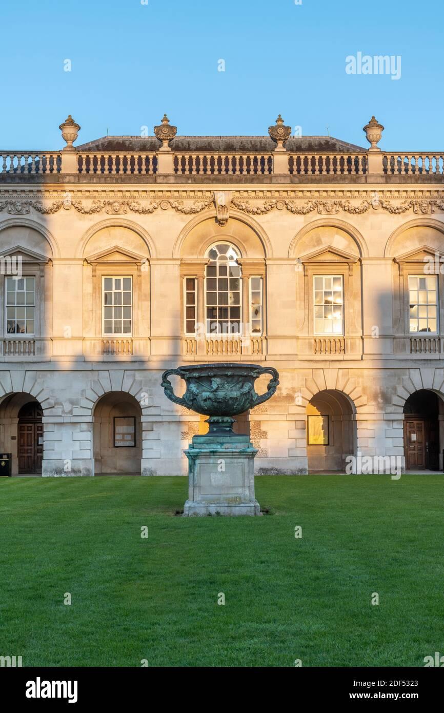 UK, England, Cambridgeshire, Cambridge, University of Cambridge, The Old Schools, copy of the Warwick Vase on Senate House lawn Stock Photo