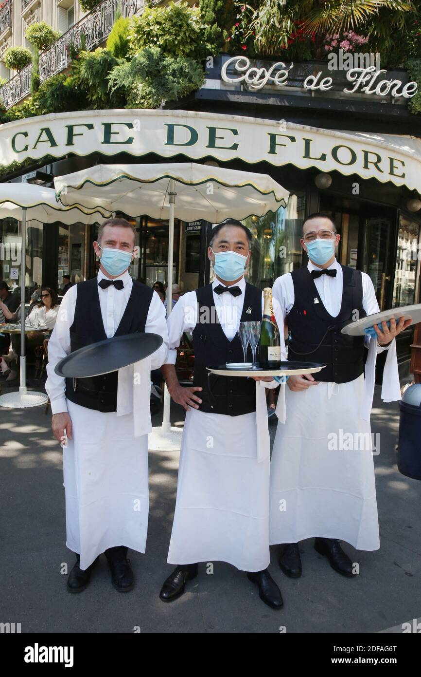 3 Waiters High Resolution Stock Photography And Images Alamy